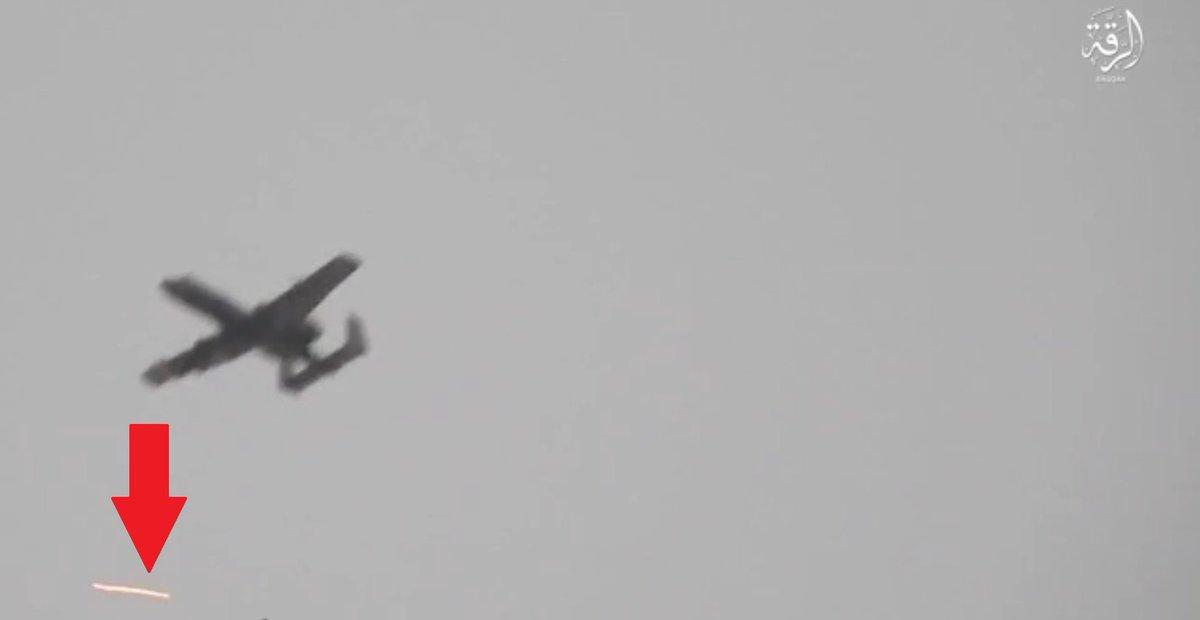 Fairchild-Republic A-10 Thunderbolt II  DJEH2TtXYAEB28P