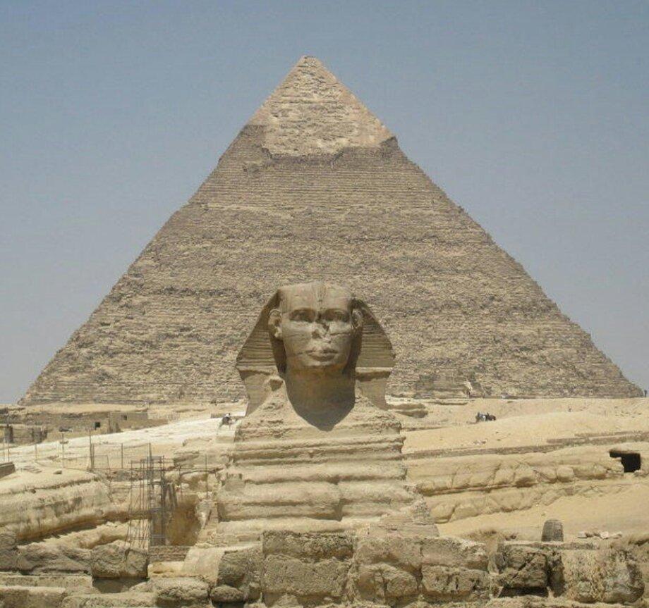 La pyramide de Gizeh VS la pyramide Déguisé https://t.co/7bRs7hj4Rb