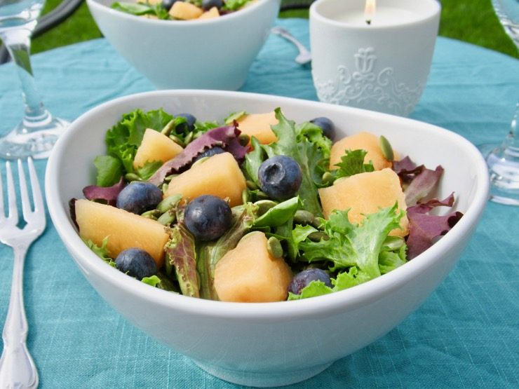 September Salad with Blueberry Vinaigrette #blueberry #canataloupe #glutenfree #oliveoil #pepitas  http:// yumgoggle.com/?p=160218  &nbsp;  <br>http://pic.twitter.com/BlB8fh57Jp