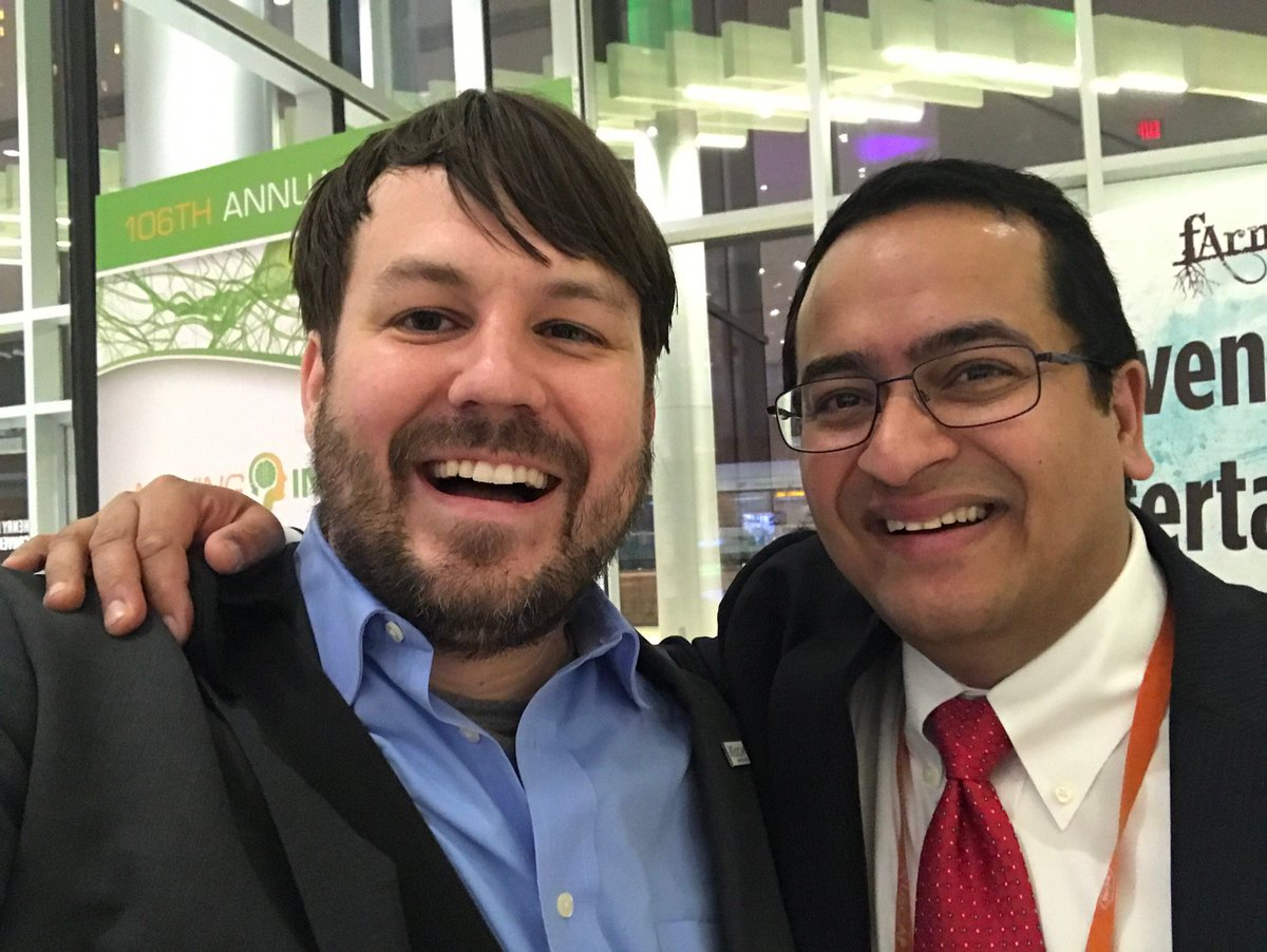 #TBT to when I finally met @smlungpathguy in real life at #USCAP2017! #mottirl<br>http://pic.twitter.com/a9z3pDGGhy
