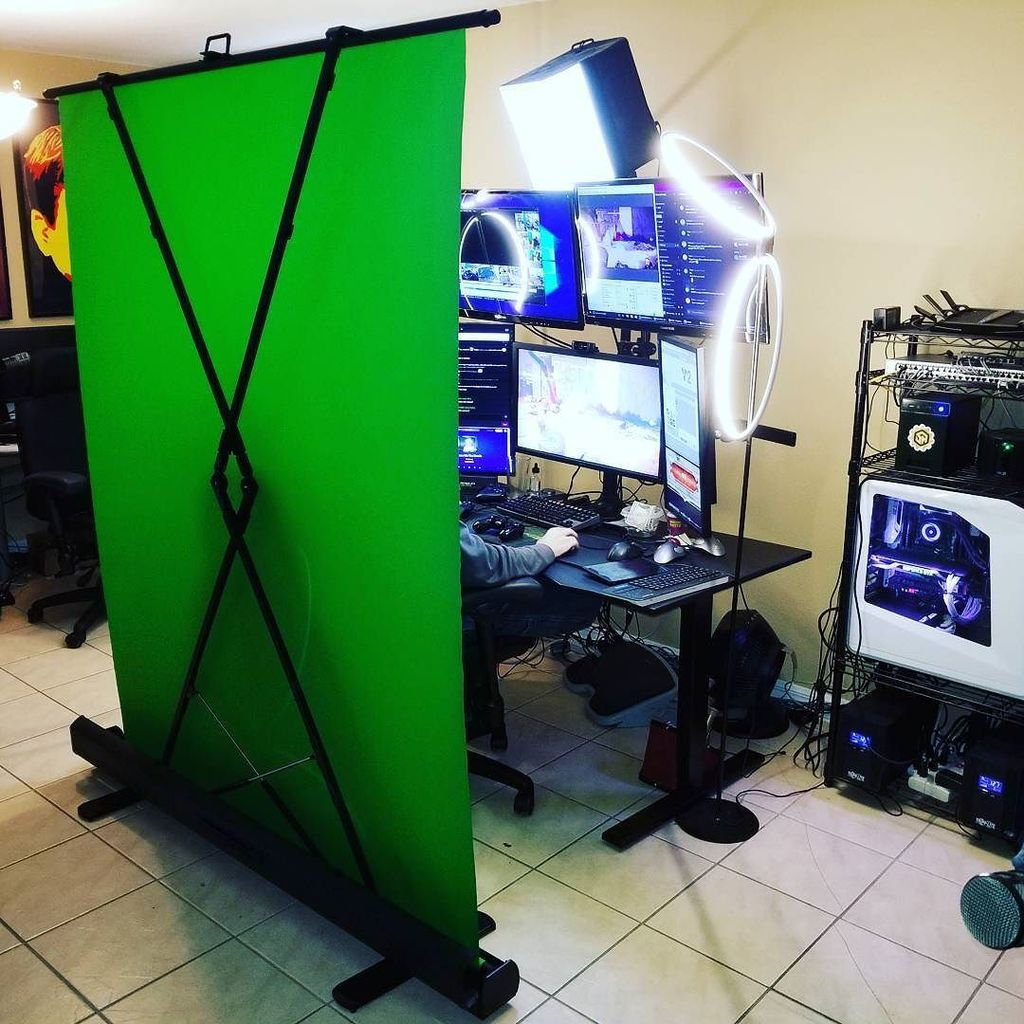 elgato green screen  Streamer House on Twitter: