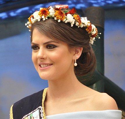 "El Heraldo Ambato on Twitter: ""Reina de #Ambato centrada ..."