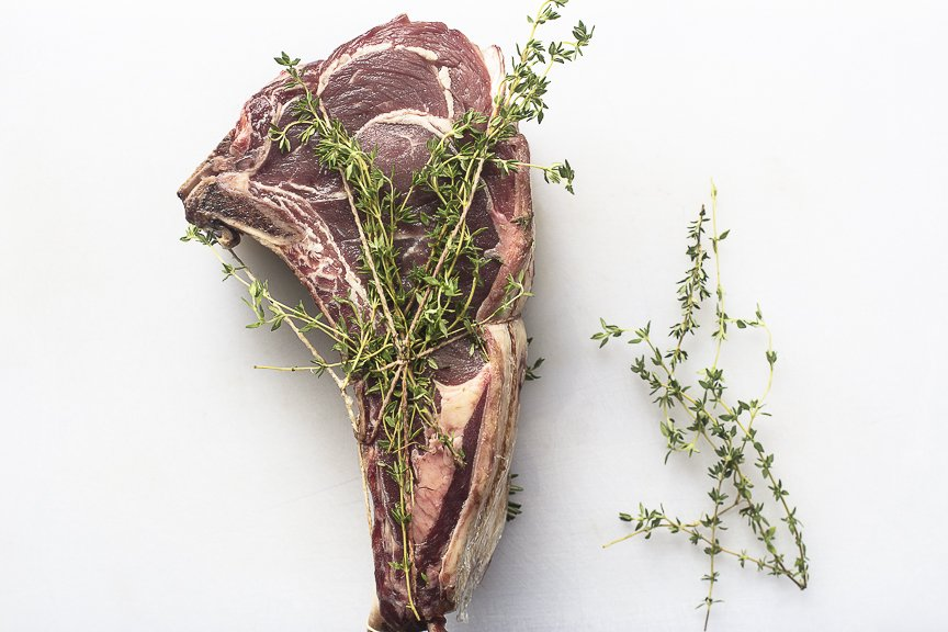 Antes de ir a la parrilla, nuestros cortes de carne se maceran con aderezos que exaltan gustos y texturas. #DomingosEnAlto