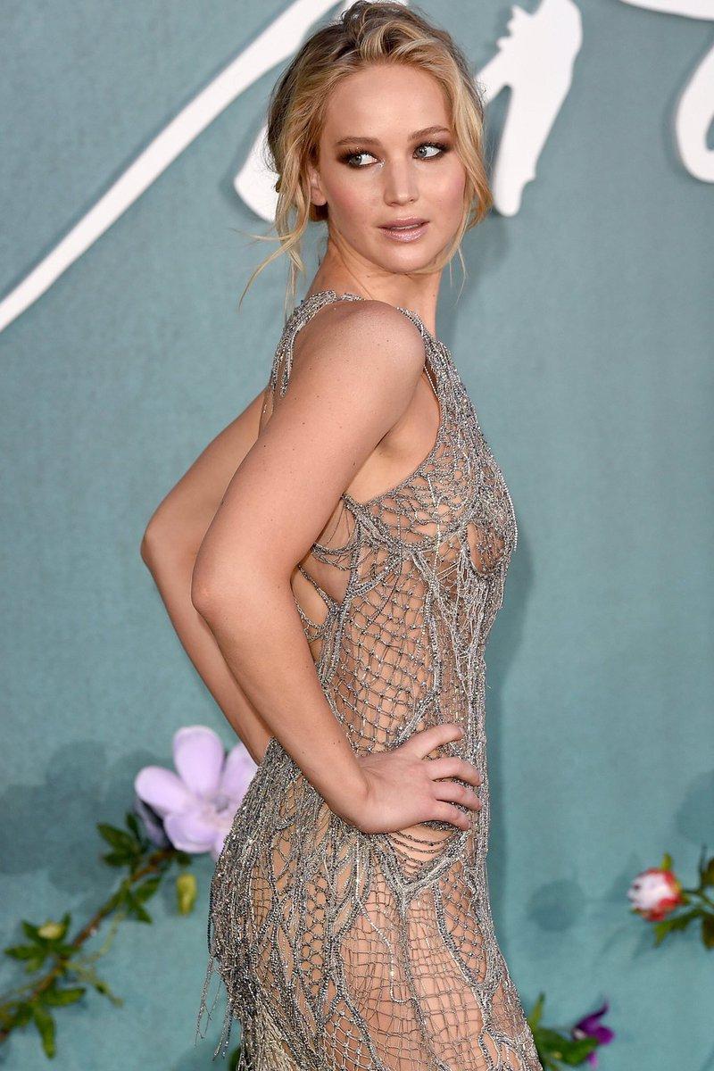 Jennifer Lawrence sorprende con atuendo sensual