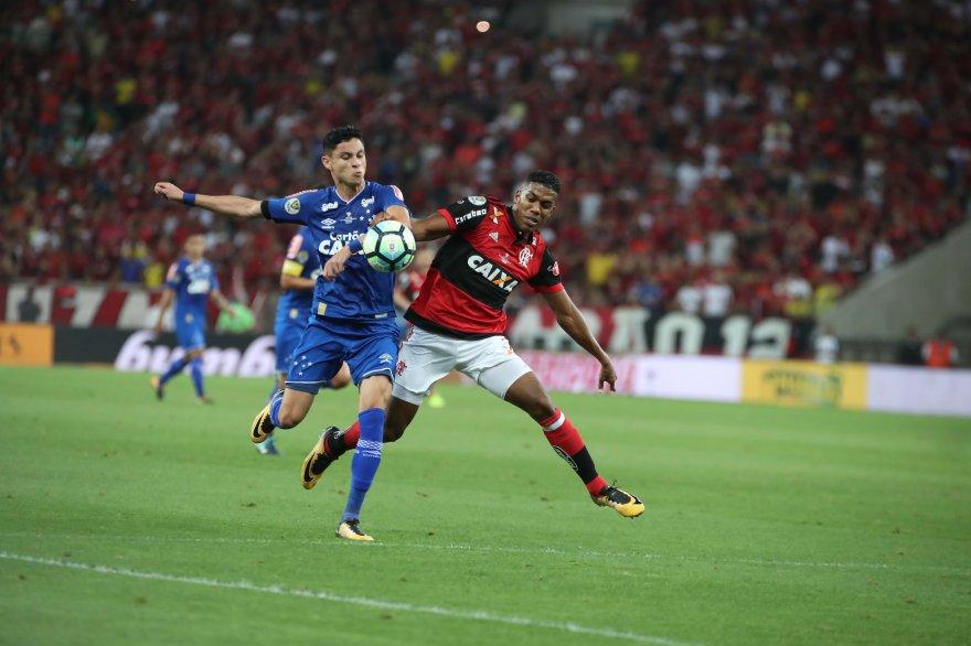 Fim dos primeiros 90 minutos. #Flamengo 1x1 Cruzeiro. Vamos ao Mineirão juntos em busca do título #VamosFlamengo