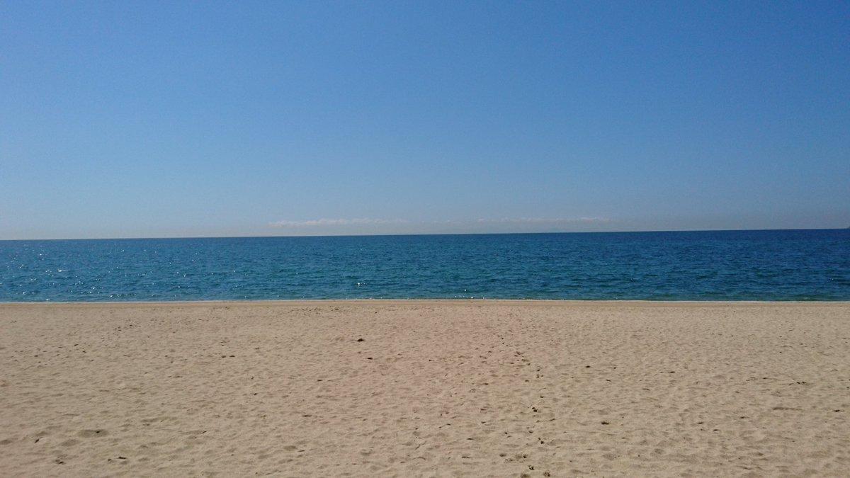 そして、  夏が終わって寂しげな虹ヶ浜に来たのであった。  しかし暑い。 https://t.co/YQxeVO2ndD