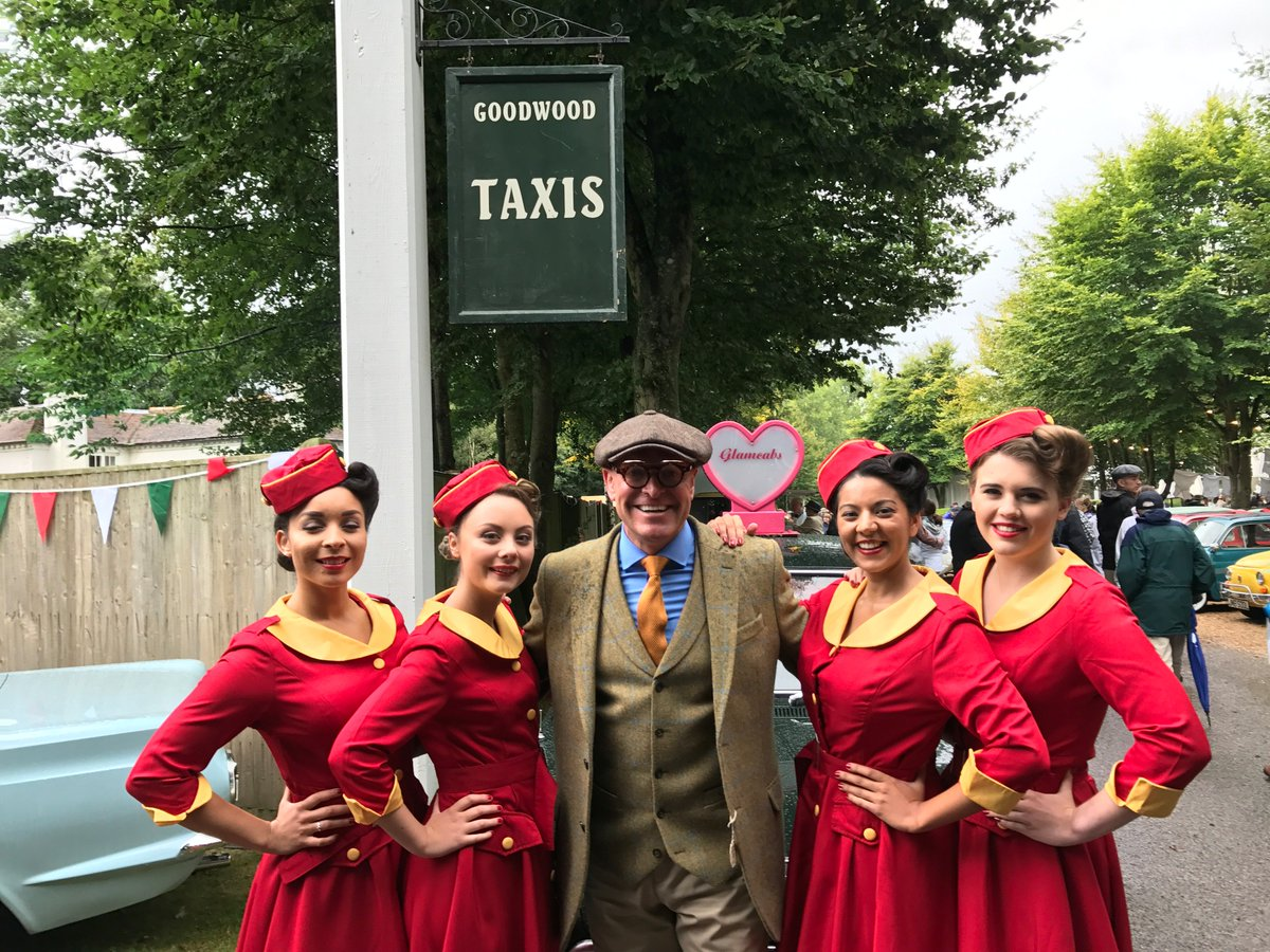 time to mingle @goodwoodrevival #telecoms #goodwoodrevival2017 #fridayfeeling #smes #business #fun #tweed #oldskoolracing #classiccars<br>http://pic.twitter.com/1c5LVqS4u9