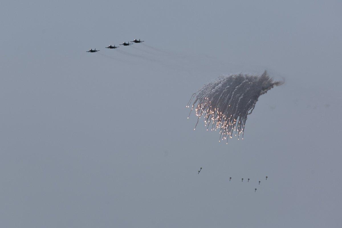 Массированная атака наземных целей экипажами многофункциональных истребителей-бомбардировщиков Су-34