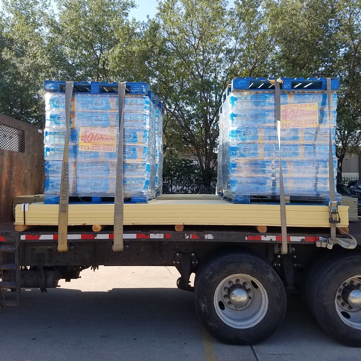 Mattressmack On Twitter Thank You To Olshan Lumber Who Brought Us Four Pallets Of Water We Are So Grateful Https T Co 4q5644154z