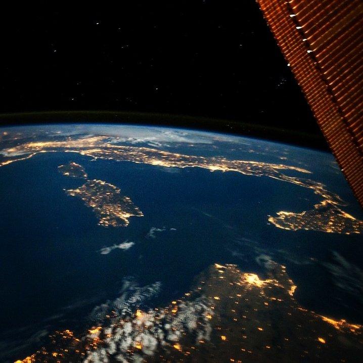 L'#Italia di notte... Una vista che non stanca mai! // #Italy by night!