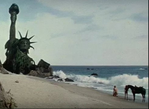 2. In famous ending of Planet of the Apes, Charlton Heston (SPOILER ALERT) figures out he's on earth by seeing ruins of Statue of Liberty https://t.co/yCrJ77xyu2