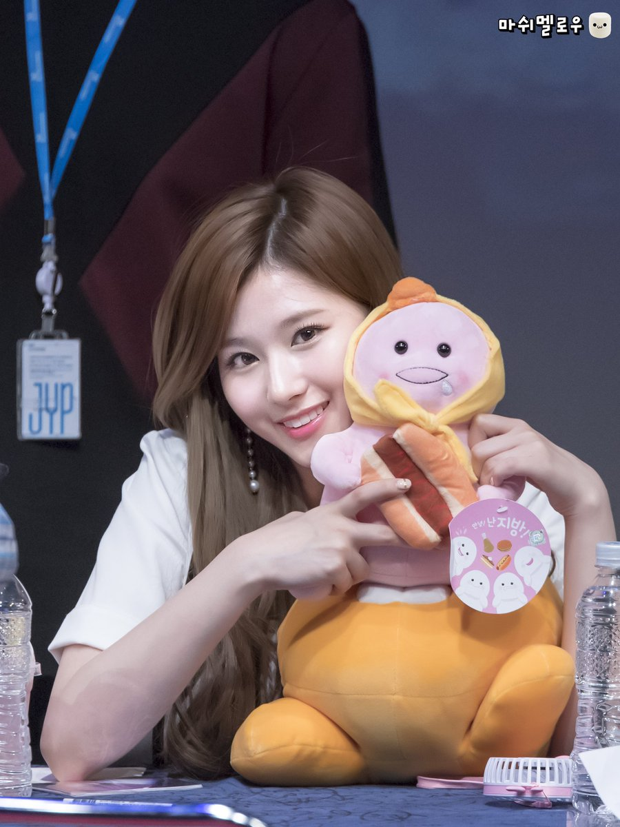 RT @TWICE_MM1020: 170521 신촌팬싸인회 #사나  #트와이스 #TWICE #SANA #サナ #トゥワイス https://t.co/V0A3YiP6cw