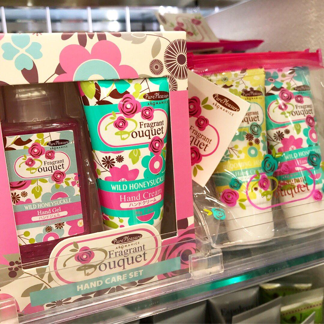 test ツイッターメディア - ハンドクリームのパッケージが可愛い。ダイソーでこんなのあるなんて(´・_・`)!使い心地は分からないし香りも分からないけど可愛いな…。 #ダイソー https://t.co/Eiy0jk8goK