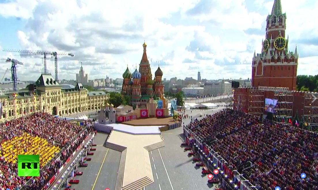 LIVE: Putin takes part in ceremony for #Moscow's #CityDay in Red Squar...