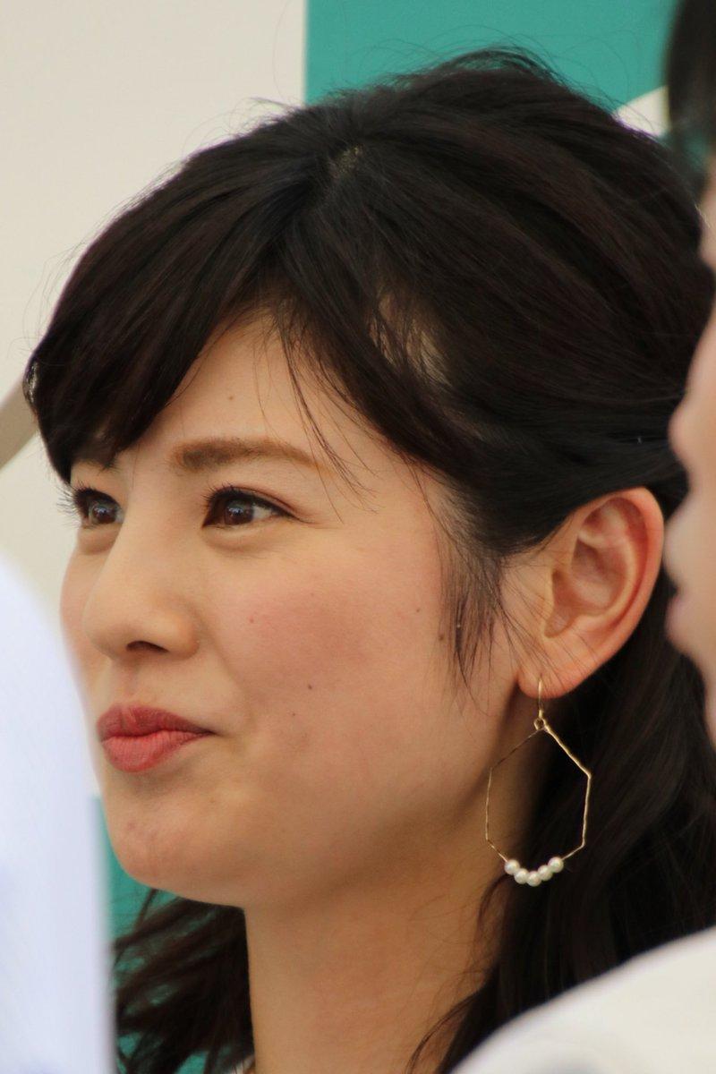 曽田麻衣子大ぶりのピアスがアクセント!