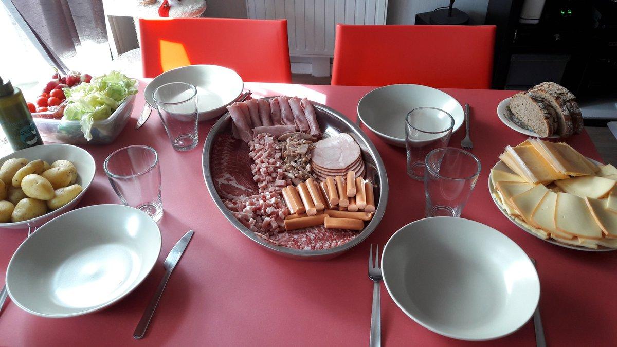 #raclette #repas #famille #regal  Raclette en famille <br>http://pic.twitter.com/XI9VcjZXhO