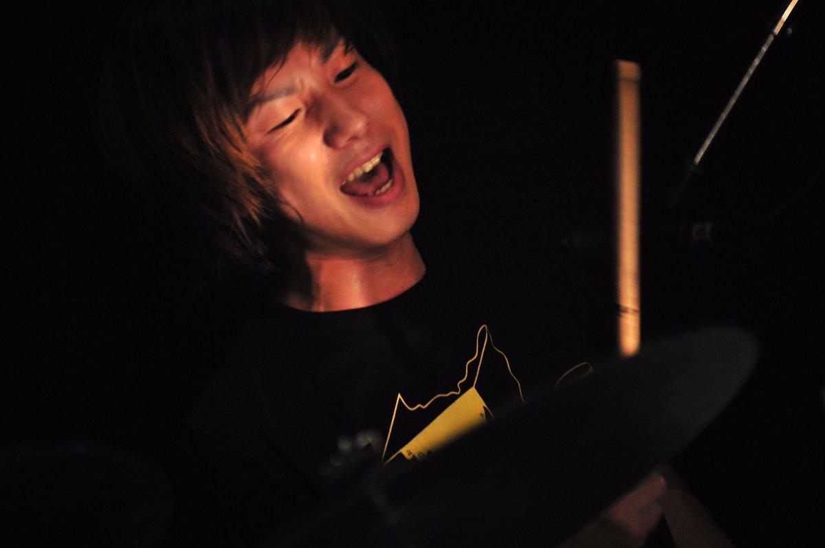 こんばんは!!たけまさです!! KEYTALKの四人が出会って10年ということで明日は横浜アリーナでライブします!!! みんなよろしくだぜ!!! ※写真は2009年のライブ写真です