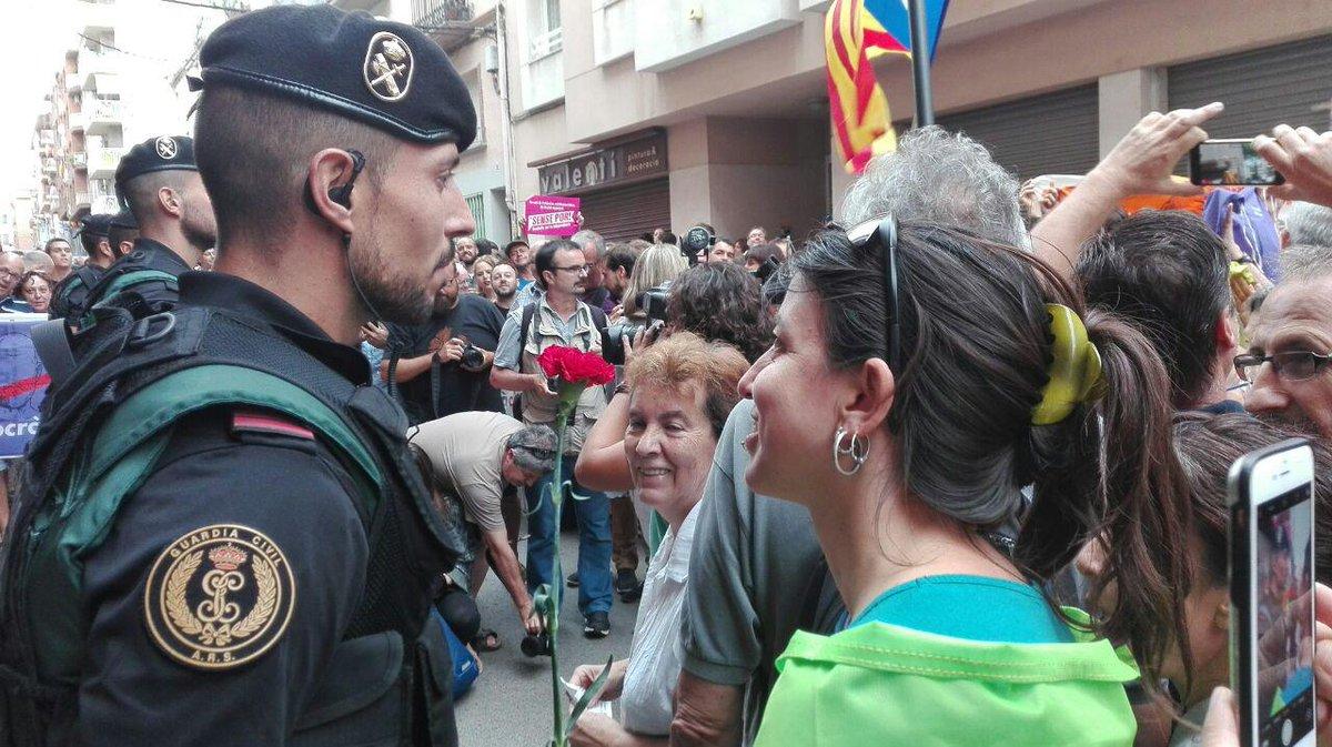 """Résultat de recherche d'images pour """"foto guardia civil a valls en Catalogne"""""""