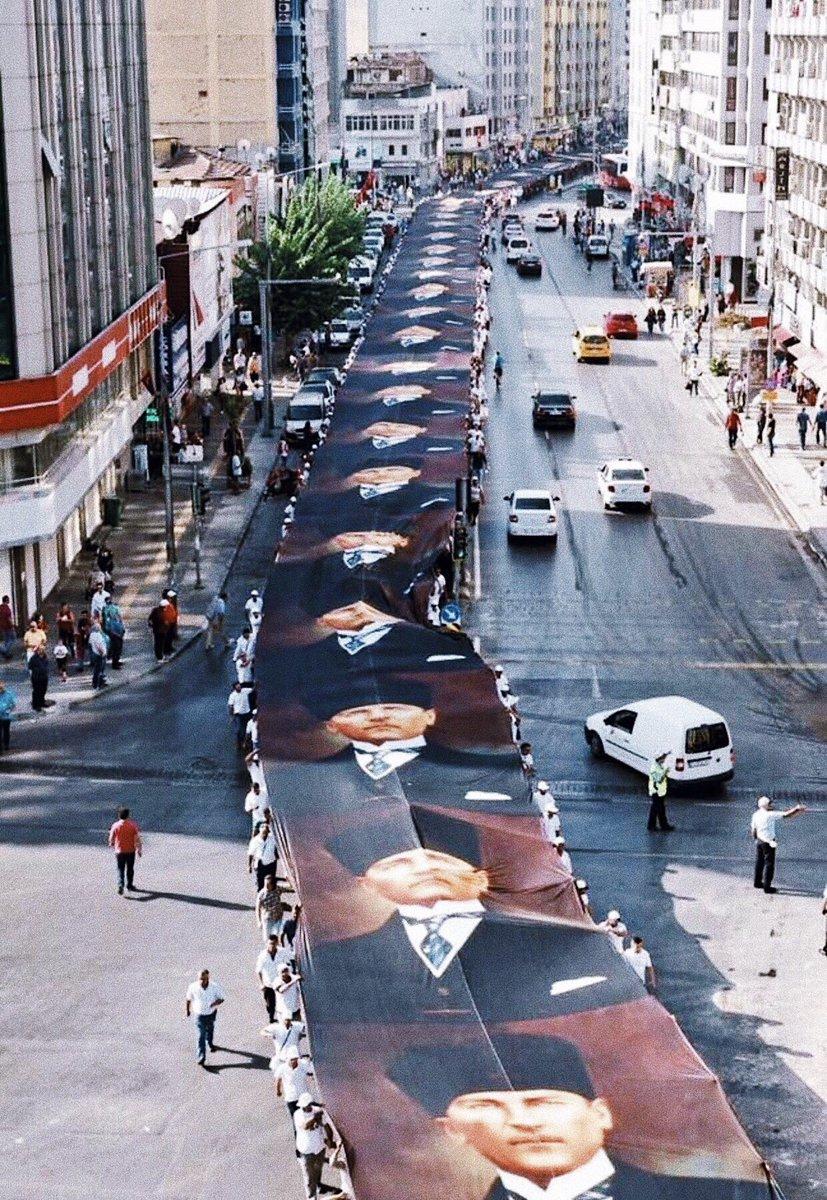 Sevmek var, bir de İzmir gibi sevmek var... 🇹🇷 #mustafakemalatatürk