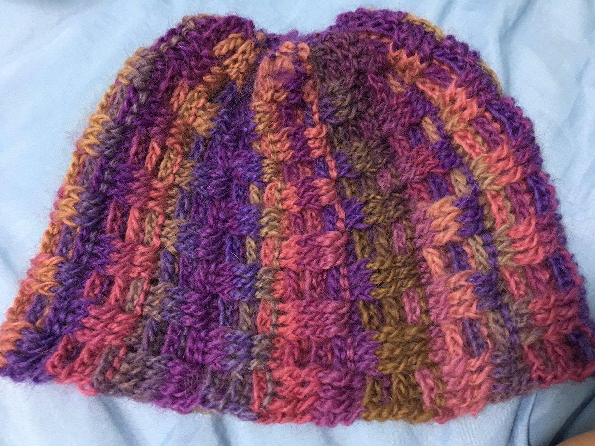 test ツイッターメディア - #crochet #twilight #毛糸 #pink #purple #ダイソー #ぱらいそ  ダイソーで可愛い秋冬糸が出ていたので購入。こちらはトワイライトと名付けられた色。 帽子にしました。 ちょっと改良必要。 https://t.co/PQ7yb2ewbO