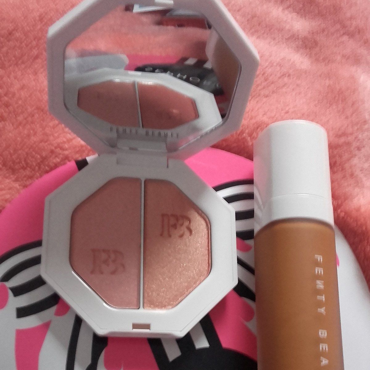 Got my #FentyBeauty today at #SephoraFrance nd I&#39;m an happy girl  riri done more fr diversity in 1 day than them companies in centuries? <br>http://pic.twitter.com/J08m1j3dei