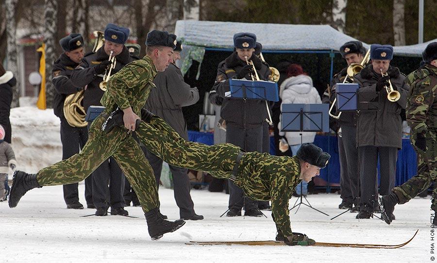 Мая, картинка прикол в наряде армия
