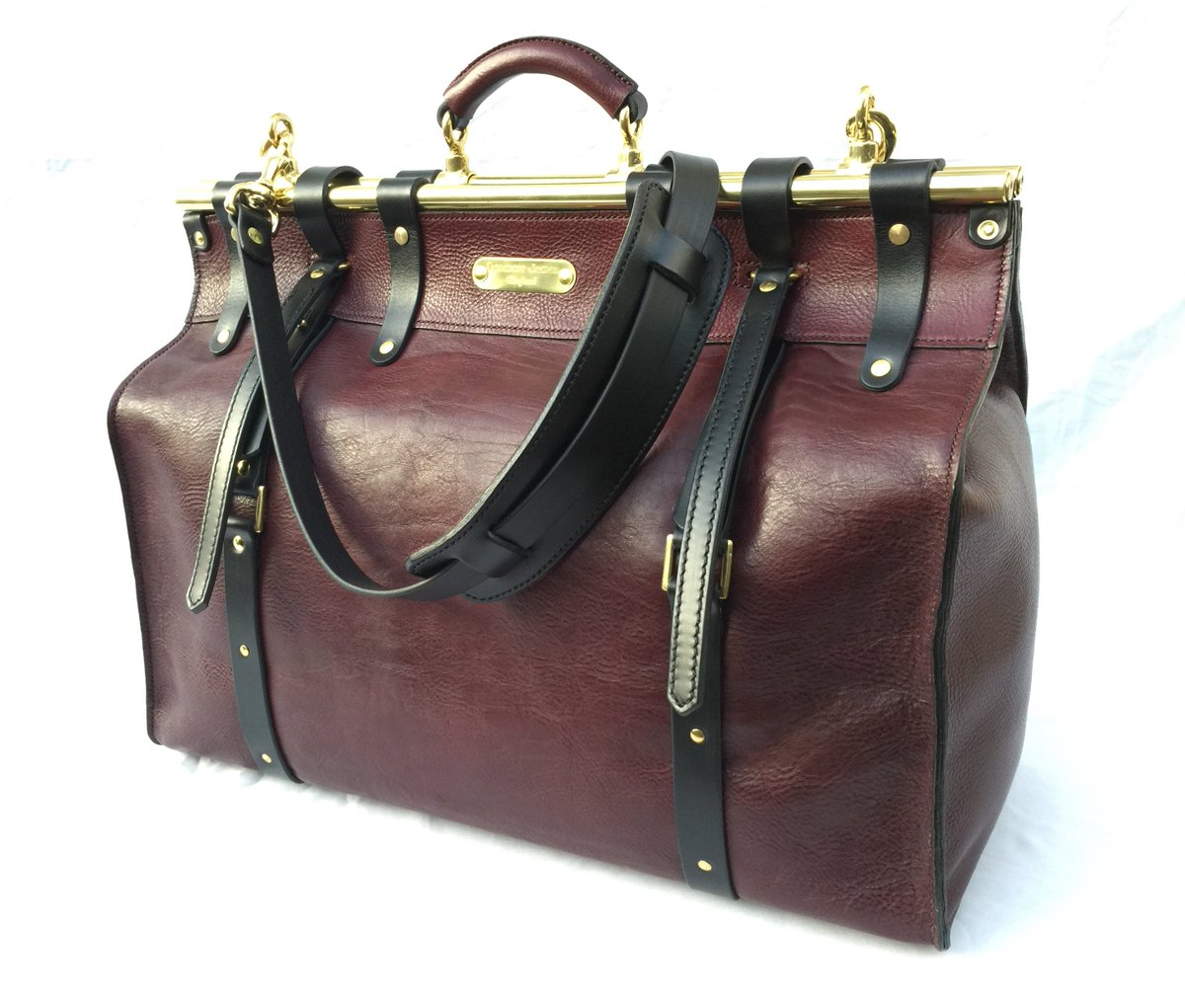 #Fashion Awesome of the Day: #Steampunk-ish Mulberry Leather Weekend Travel Bag with Brass tubes hand made by @LondonJacks #SamaFashion