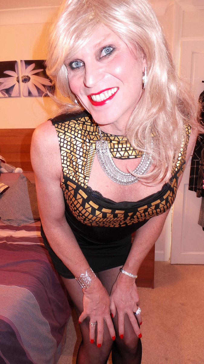 Look deep into eyes sissy femme crossdresser shemale tranny cute