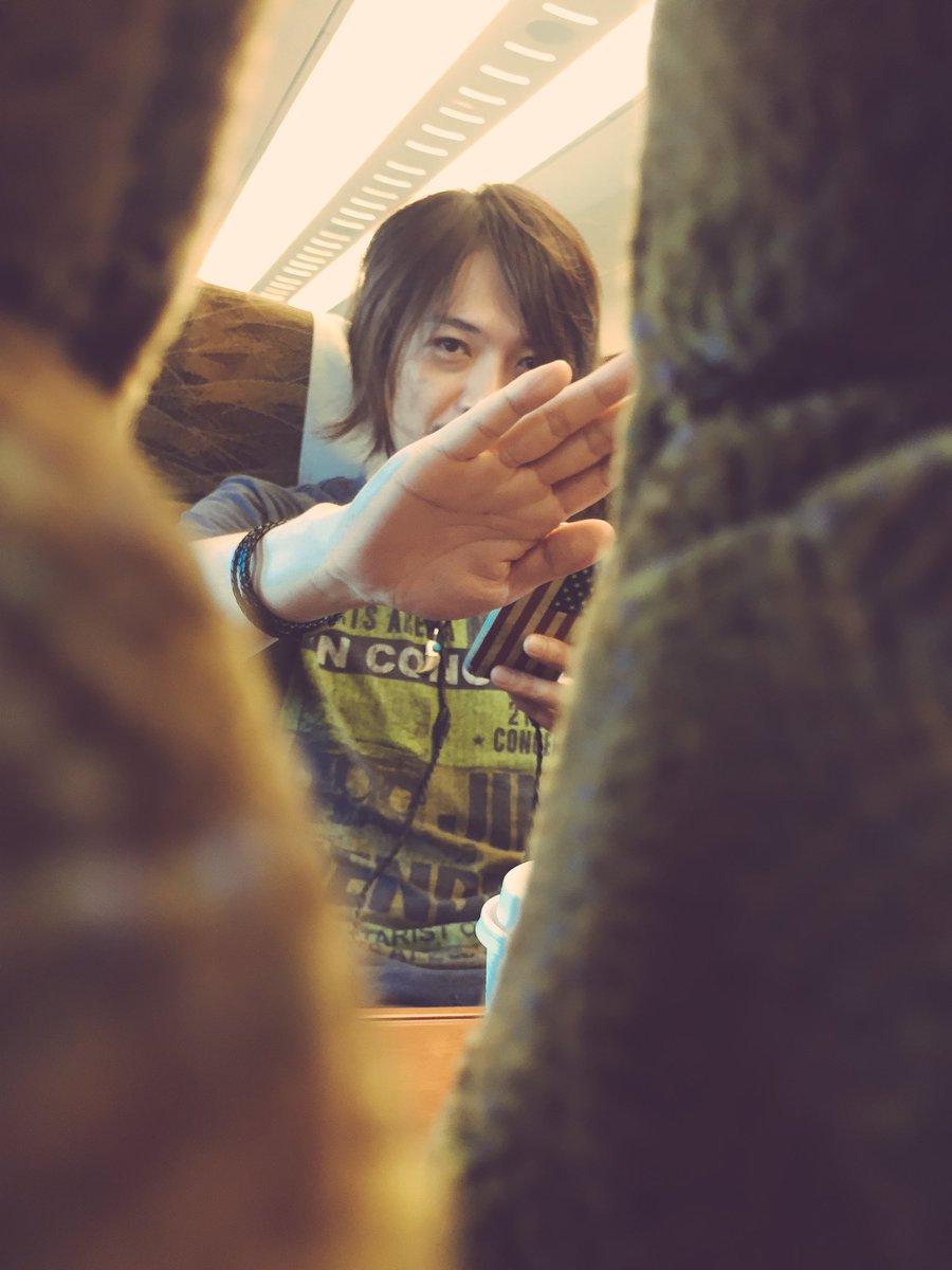 熊本へ向かう途中のRyo Yamagataの隠し撮り失敗っw https://t.co/g5qKSF0Cpw
