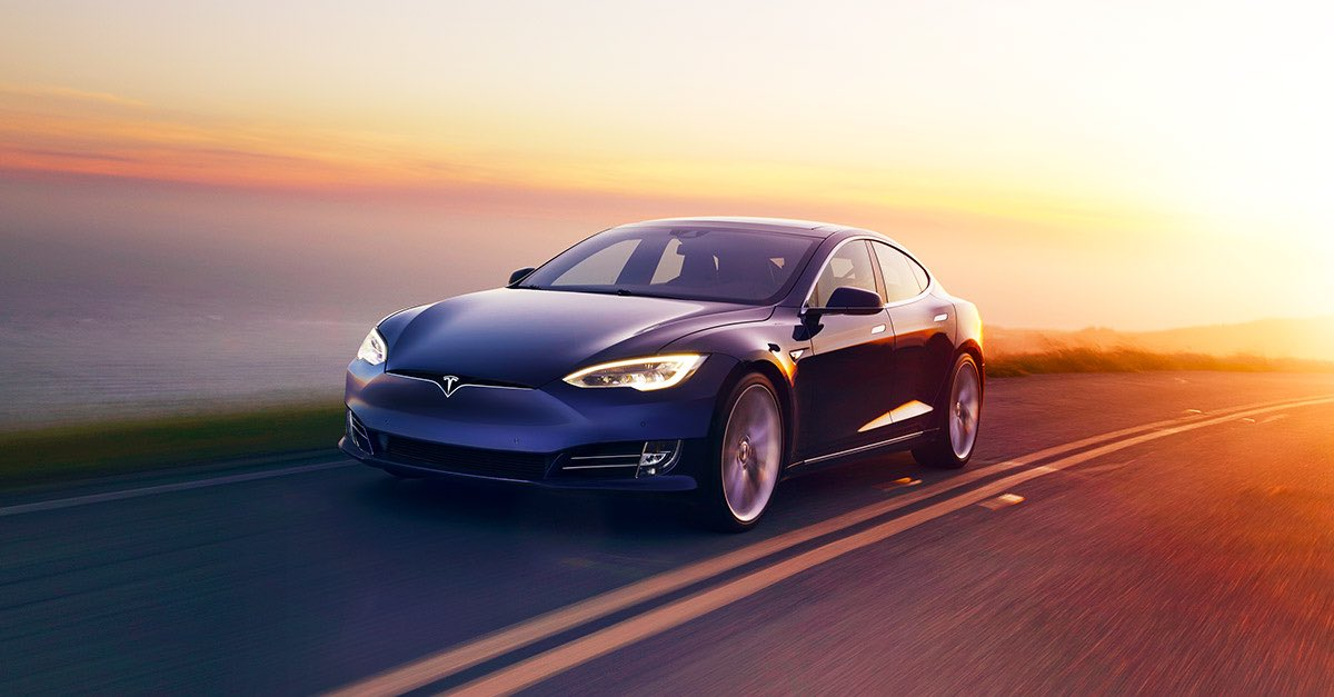 Welcome to 2017! @TeslaMotors issues a free software update to extend the battery range of it's Florida cars to escape #HurricaneIrma https://t.co/HtYtdUcZEL