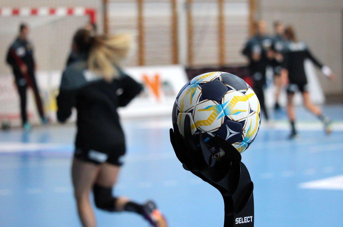 It's LIVE on #ehfTV -> http://www.ehftv.com/int/livestream/spiel-um-platz-3-handball-womens-ehf-champions-league …pic.twitter.com/7l6b9P3DlI