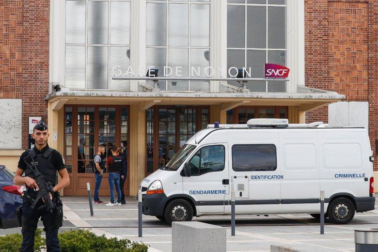 #Fusillade gare de #Noyon : l'auteur était un policier et le père de la famille assassiné https://t.co/dSE0pubKE7