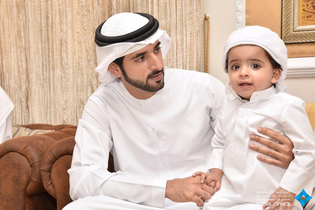 шейх заед с сыновьями фото покупке коттедж одном