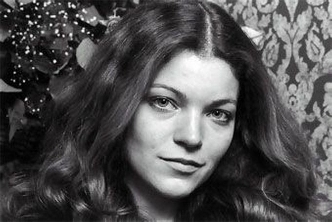 Happy birthday to a marvelous actress of the stage and screen, Oscar nominee Amy Irving!