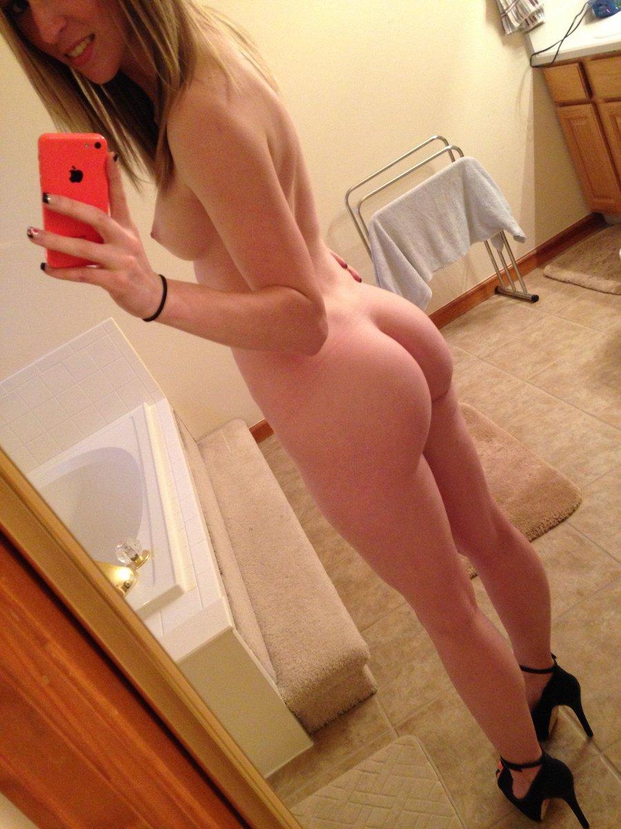 Big booty self shot bubble butt selfie