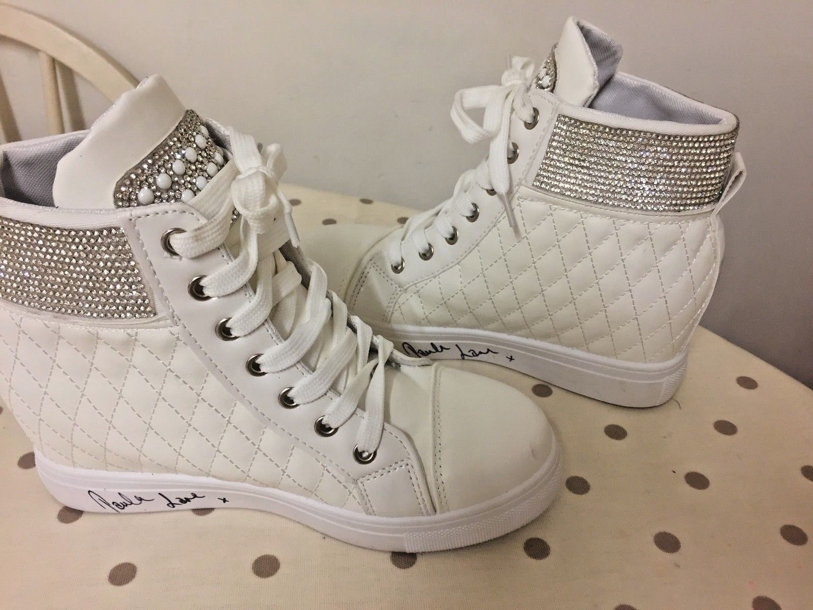 RT @team_lottie_: **eBay** Coronation Street Kylie Actress Paula Lanes Shoes, Worn on Set! https://t.co/QBfO3Dv5wk https://t.co/u8dMTrNZuP