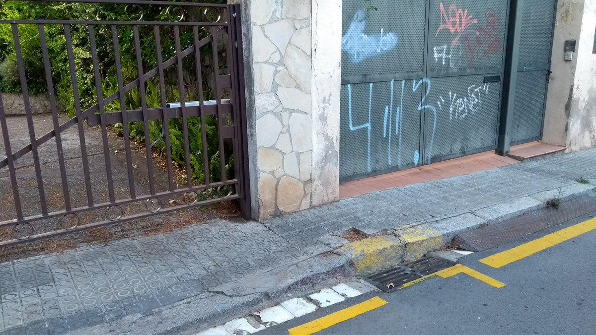 #esborany al #carrer #santgaudenci i sense #resoldre 3 #incidencies @mvidal80 @sindicdegreuges @sindicabcn<br>http://pic.twitter.com/p1v3oQzYAy
