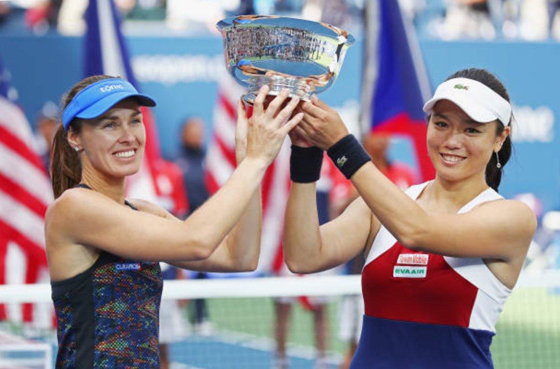 Yung-Jan Chan s Hingisovou nedaly Češkám šanci a slaví první společný grandslamový titul