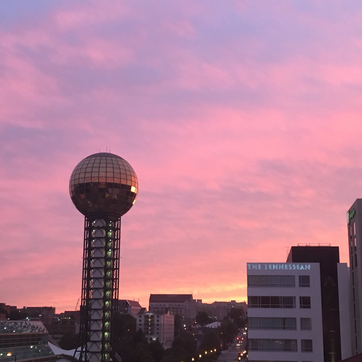 Sunset did not disappoint! #lovedowntownknox https://t.co/SzVfupuWTK