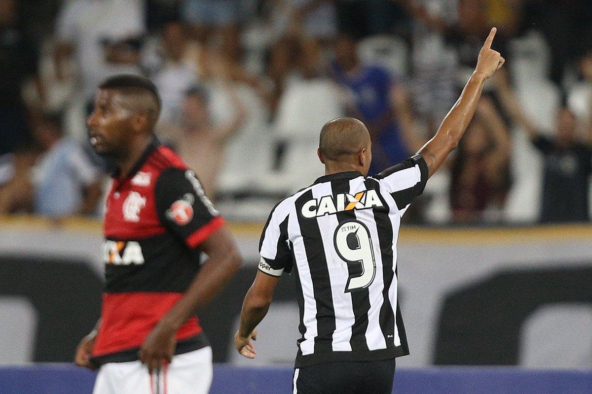 ACABOU!  Com dois gols de Roger, Fogão vence o Flamengo por 2 a 0 no Nilton Santos! #AquiÉFOGO