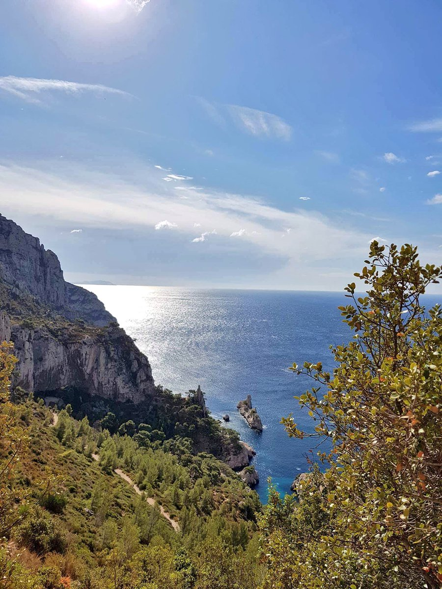 Have you ever seen the beautiful #calanques of Marseille ? Picture by @jmlpyt  #frenchmerveilles #CotedAzurFrance #regionpaca<br>http://pic.twitter.com/9rXDY3pBIZ