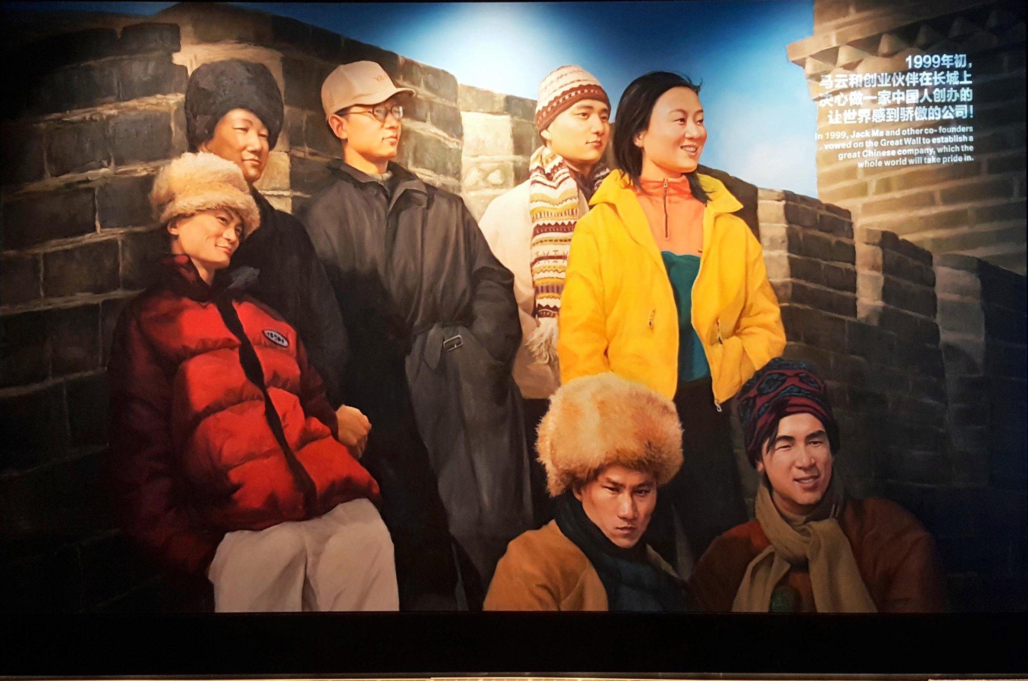 Poltak Hotradero @hotradero Sep 11 Replying to @hotradero Sejarah Alibaba dimulai dari kunjungan ke Great Wall tahun 1999. Bisa ditebak kan Jack Ma yang mana?