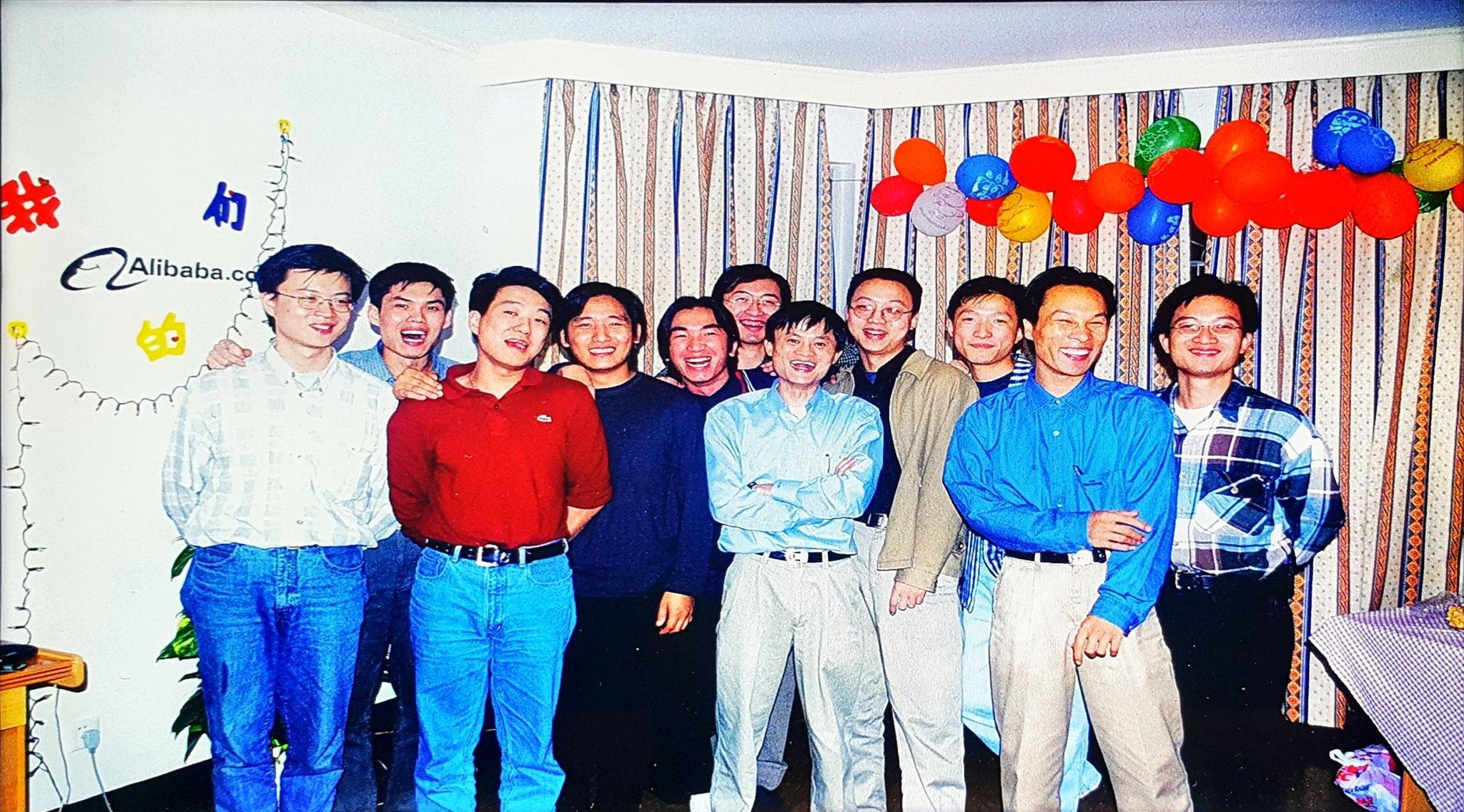 Poltak Hotradero @hotradero Sep 11 Replying to @hotradero Sama seperti start up lainnya. Ini foto saat Alibaba mulai berdiri.