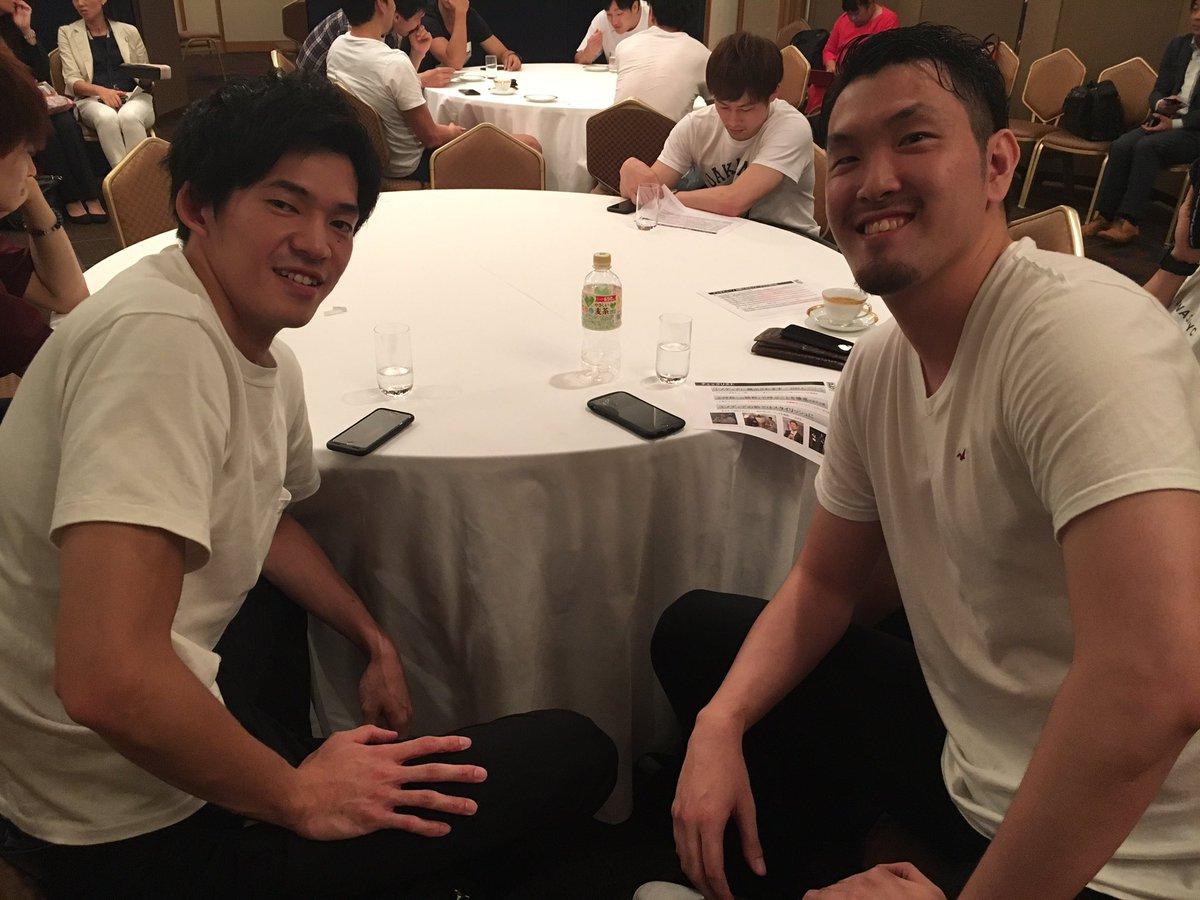 本日、都内で行われるB.LEAGUE TIP-OFFカンファレンス。 ブレックスからは、マレーシア遠征に帯同していない#21 橋本選手が出席です。 昨季までブレックスでプレーした大阪 #27 熊谷選手と😁 偶然にも同じコーディネート😮 #BREX