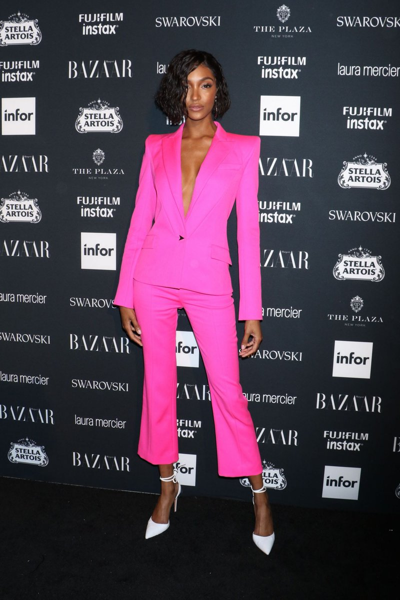 Resultado de imagem para nyfw 2018 pink suit