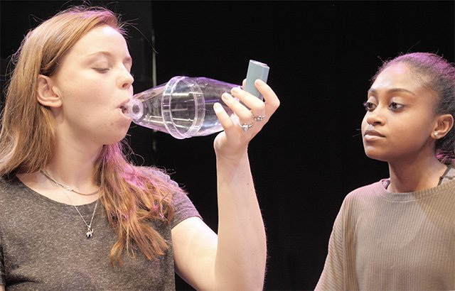 Theatre project &amp; game app by @qmul researchers helps teens with #asthma  http:// bit.ly/2xZsDUe  &nbsp;   #BSF17 @BritishSciFest #asthmadodge<br>http://pic.twitter.com/k7fHnpLNim