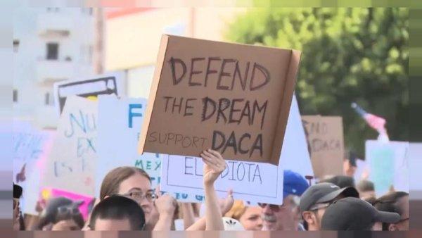 Les «dreamers» dans les rues de Washington et Los Angeles https://t.co/D9o3f4HOhS #BarackObama