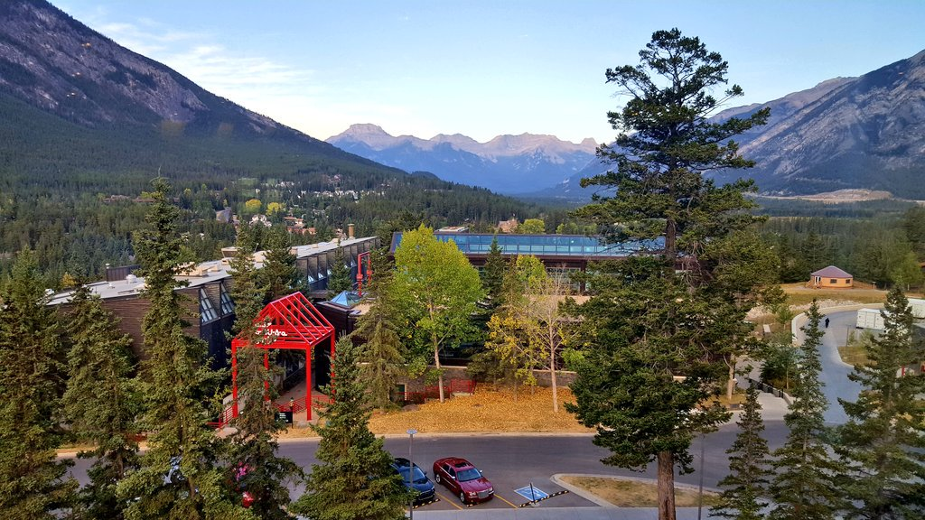 A gorgeous morning at the @banffcentre! Excited to meet #GeologicTime participants today https://t.co/5AEPttfzb1