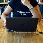 (この子が着ている「シュレディンガーの猫死亡」というTシャツが気になるなぁ) pic.twitter…