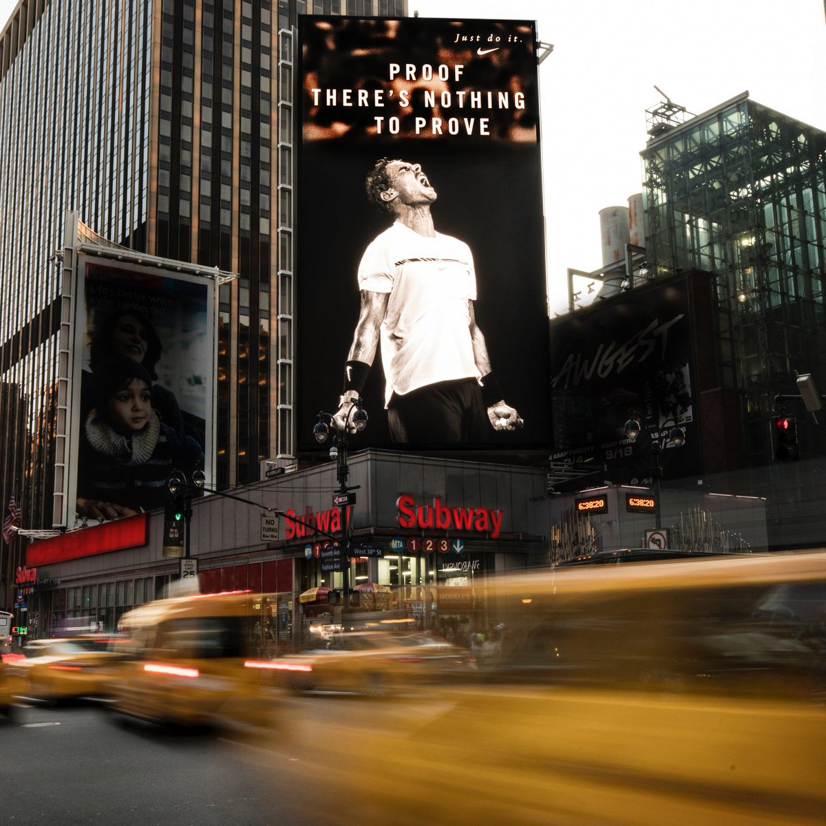.@Nike has put this poster in the big city!! It looks amazing, don't you think? Thanks @nike for your support #NY
